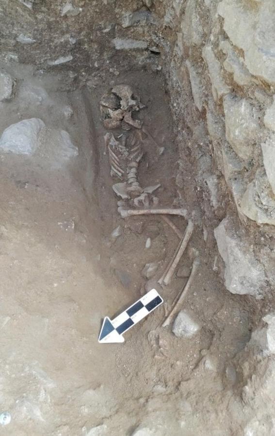 descubren tumba de nino vampiro en cementerio en italia 2