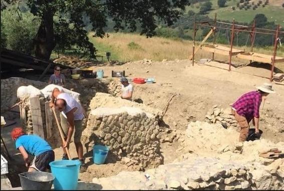 descubren tumba de nino vampiro en cementerio en italia 3