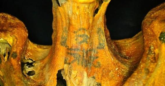 encuentran momia de 3 mil anos de antigüedad con tatuajes 1