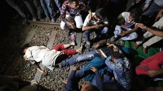 tren arrolla multitud en india 1