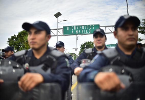 caravana migrante entra a mexico por guatemala 1