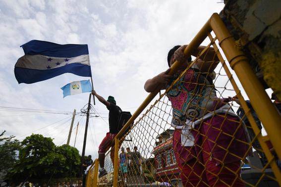 caravana migrante entra a mexico por guatemala 3