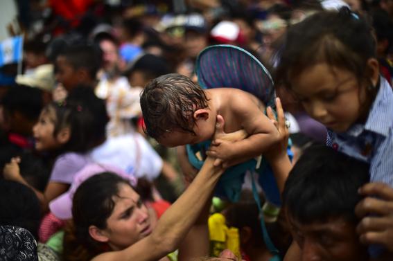 caravana migrante entra a mexico por guatemala 4