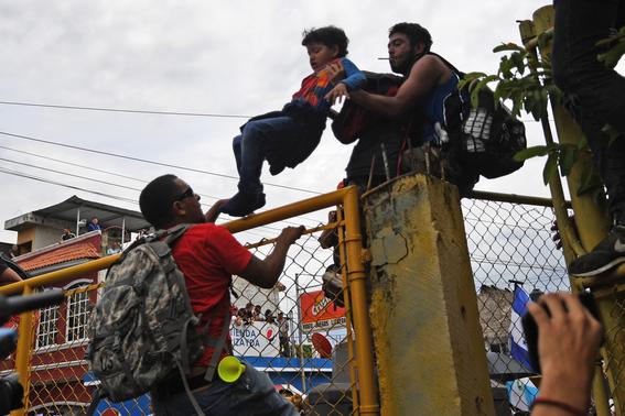 caravana migrante entra a mexico por guatemala 5