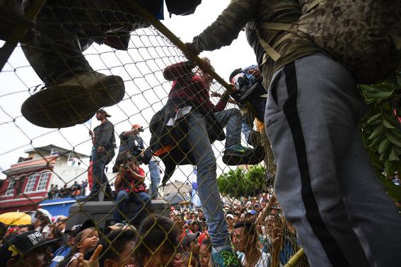 caravana migrante entra a mexico por guatemala 6