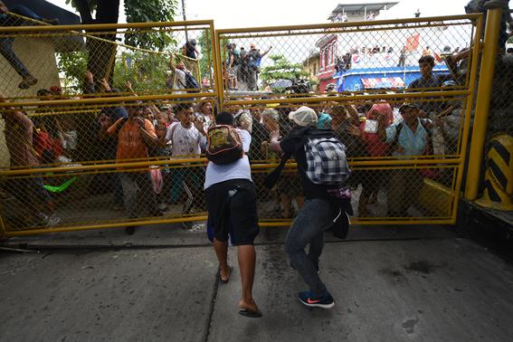 caravana migrante entra a mexico por guatemala 8