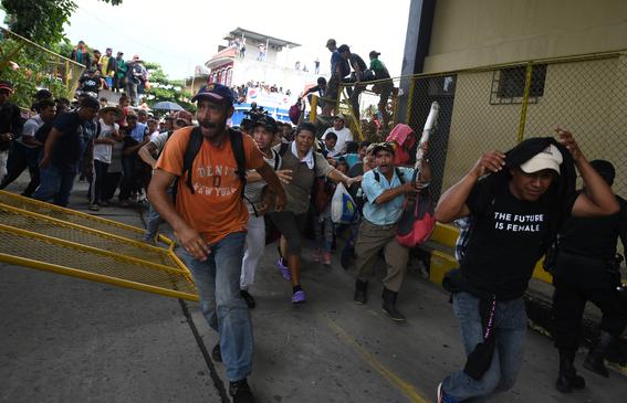 caravana migrante entra a mexico por guatemala 10