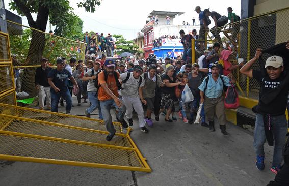 caravana migrante entra a mexico por guatemala 12