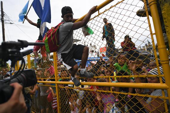 caravana migrante entra a mexico por guatemala 13