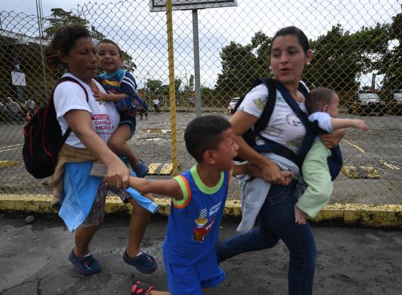 caravana migrante entra a mexico por guatemala 15