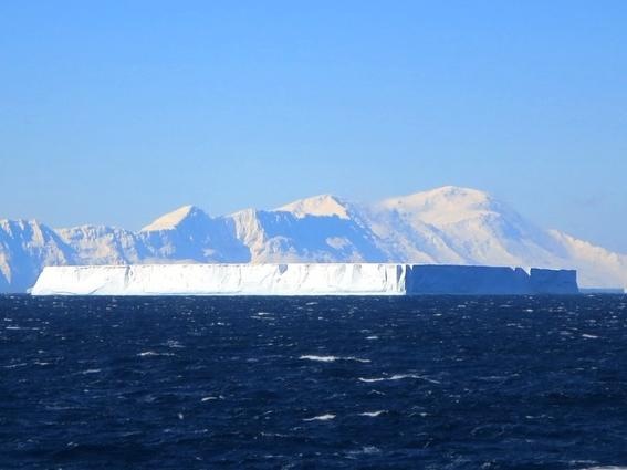 nasa halla un extrano iceberg perfectamente rectangular 2