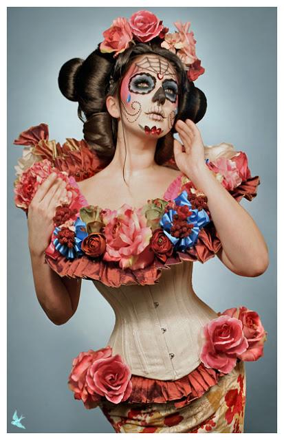 que lleva el disfraz de la catrina sombrero maquillaje y vestido 7