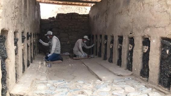 encuentran piezas de madera de mas de 800 anos en peru 1