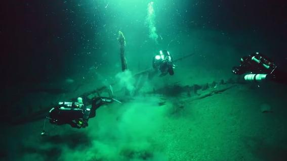 hallan barco intacto en fondo del mar negro 3