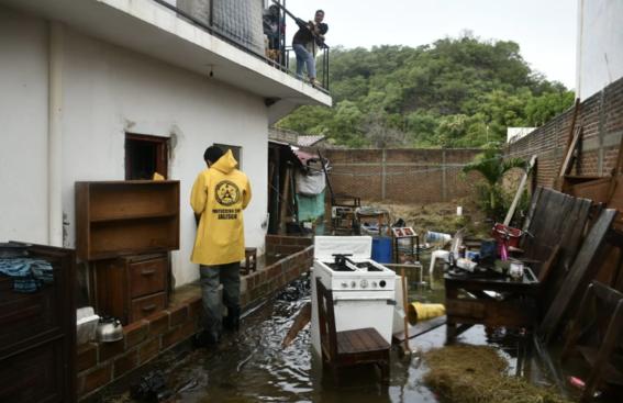 sin luz inundados enfrentan en sinaloa huracan willa 1