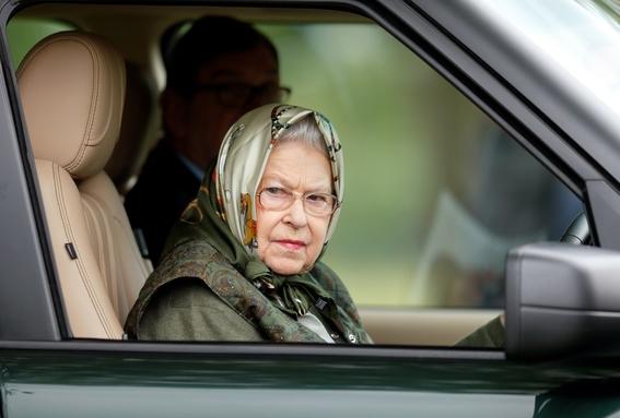 delitos que la reina isabel puede hacer sin que la culpen 2