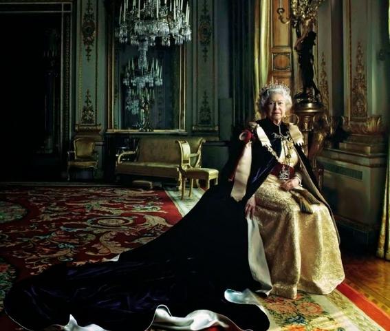 delitos que la reina isabel puede hacer sin que la culpen 4