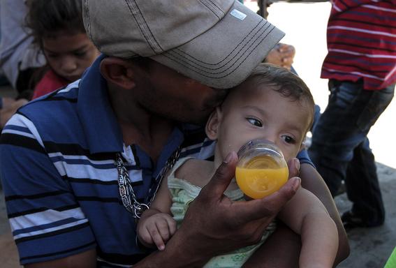 ninos en la caravana migrante 2