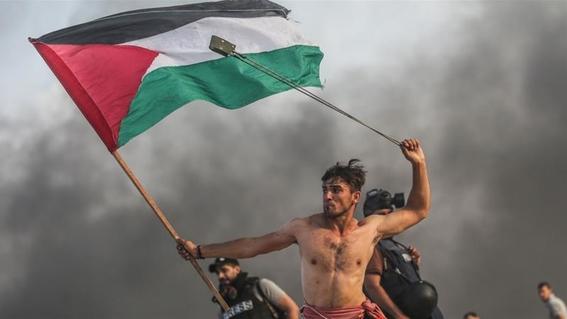 la fotografia de un palestino que recuerda una obra de arte 2