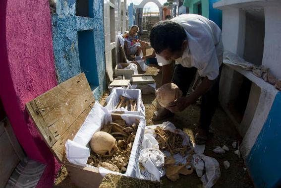 pomuch desentierran muertos pueblo mexico ritos 7