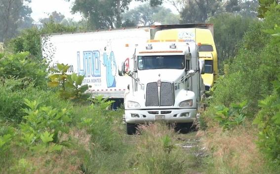 destruyen trailer que resguardaba cuerpos en jalisco 3