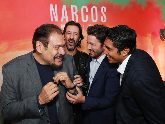 narcos mexico de netflix es presentada por diego luna y michael pena 2