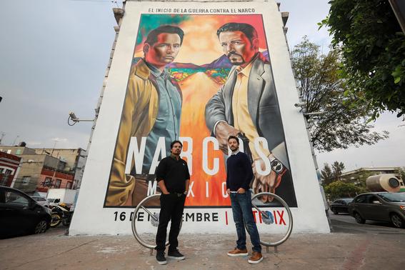 narcos-mexico-fue-presentada-en-mexico-medium La serie, protagonizada por Diego Luna y Michael Peña, muestra los orígenes del Cártel de Guadalajara.