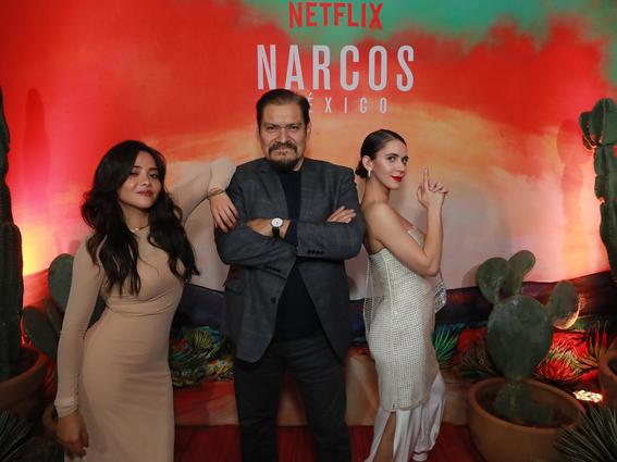 narcos mexico de netflix es presentada por diego luna y michael pena 8
