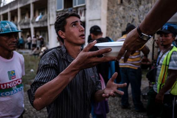 caravana sale de oaxaca mas migrantes vienen para mexico 3