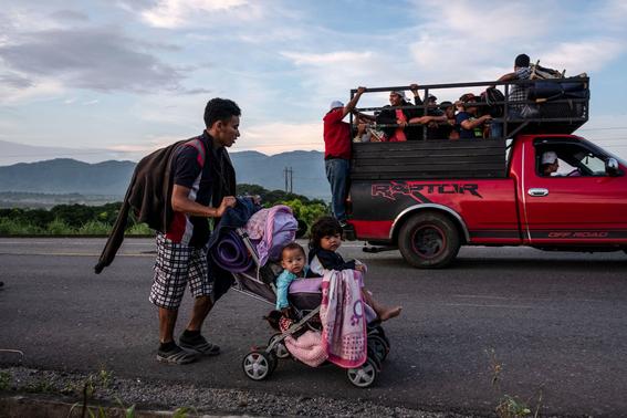 caravana sale de oaxaca mas migrantes vienen para mexico 6