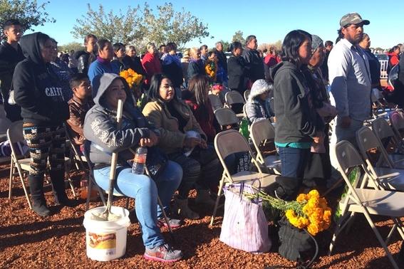 falta de tumbas mexicanos celebran dia de muertos en fosas 7