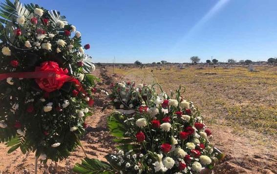 falta de tumbas mexicanos celebran dia de muertos en fosas 6
