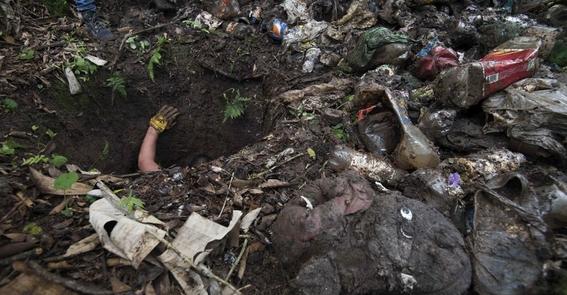 falta de tumbas mexicanos celebran dia de muertos en fosas 4