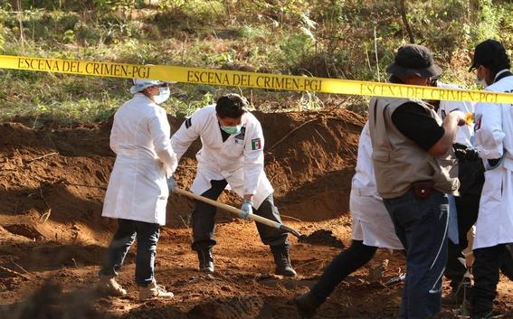 falta de tumbas mexicanos celebran dia de muertos en fosas 5