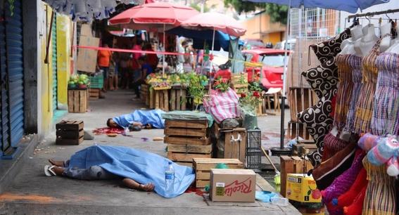 falta de tumbas mexicanos celebran dia de muertos en fosas 1