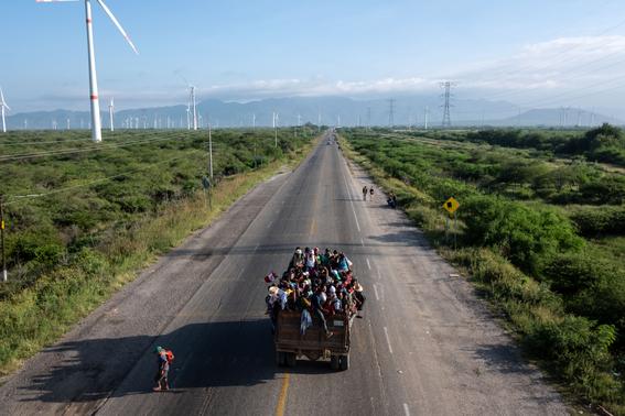 grupos antiinmigrantes vigilan frontera de eua llegada caravanas 2