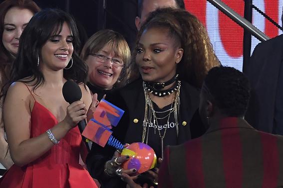 camilla cabello se lleva premios en mtv europe awards por havana 3