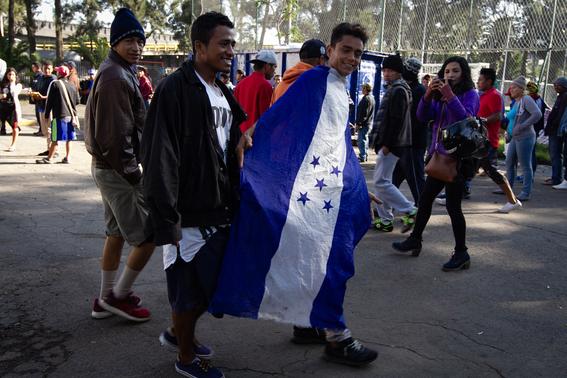 migrantes reciben documentos para trabajar en mexico 1