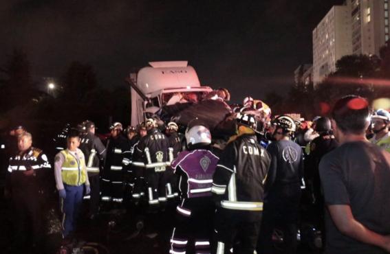 sube 10 muertos tras accidente trailer en mexico toluca 1