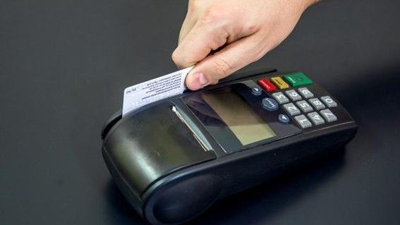 morena iniciativa prohibición comisiones bancarias bmv 2
