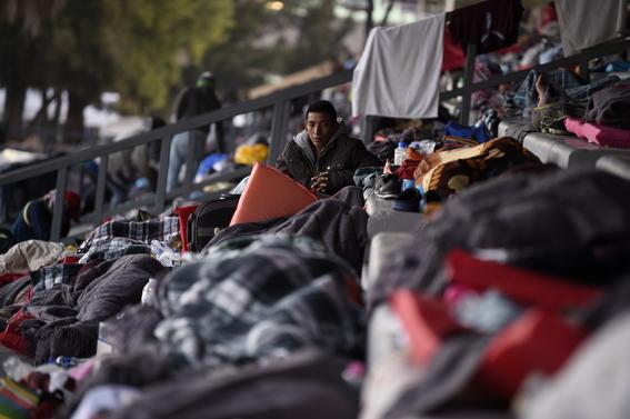 buscan prohibir asilo a migrantes ilegales en estados unidos 1