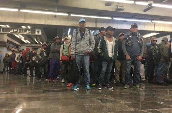 migrantes abandonan la cdmx camino queretaro 1