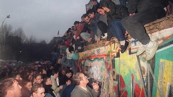 se conmemoran 31 anos de la caida del muro de berlin 1