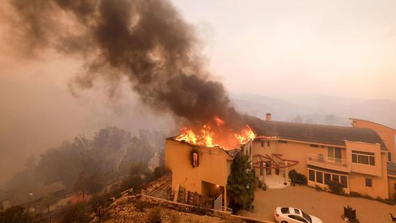 evacuan guillermo del toro incendio 2