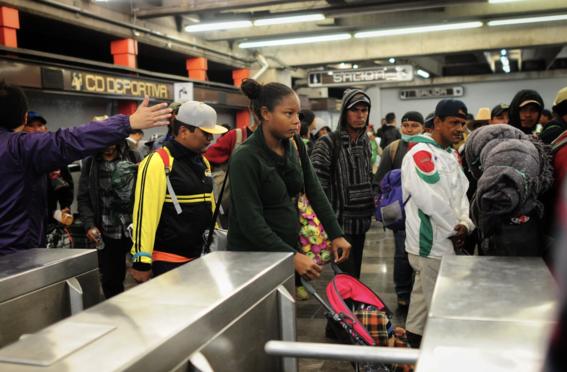 caravana migrante deja la ciudad de mexico 1