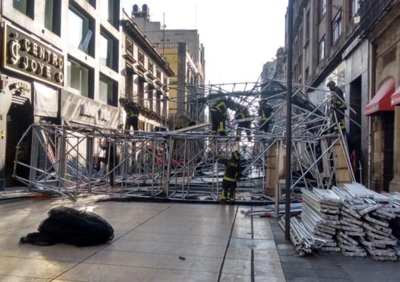 autoridades reportan caida de andamio en calle madero 1
