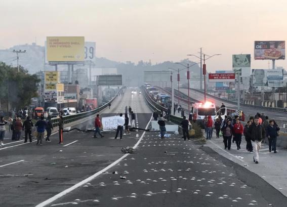 trafico por bloqueo mexico pachuca atrapa miles de personas 1