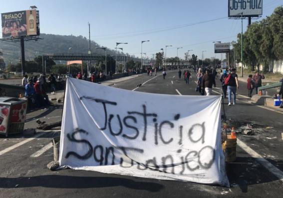 trafico por bloqueo mexico pachuca atrapa miles de personas 2