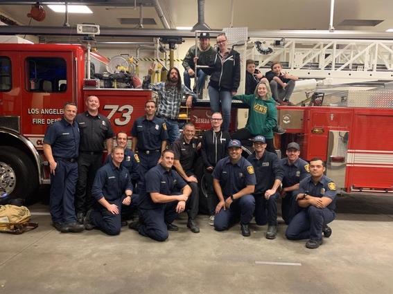 Dave Grohl hace barbacoa para los bomberos de California