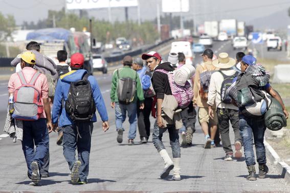caravana migrante responde a agresiones en tijuana 1